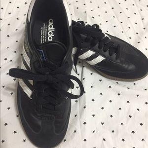 Like new Adidas samba Black -white mens sz 7